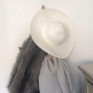 Accessories - White summer hat